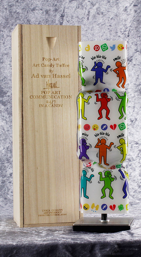 Ad van Hassel - ART CANDY TOFFEE - POP ART COMMUNICATION IN A CANDY weiss - original handgemachte ART CANDY SKULPTUR