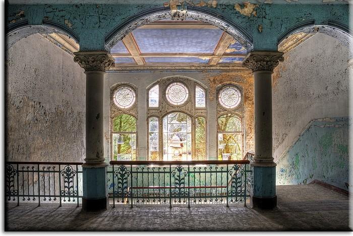 Grischka Georgiev Bilder - Die alte Villa  - Leinwandbild
